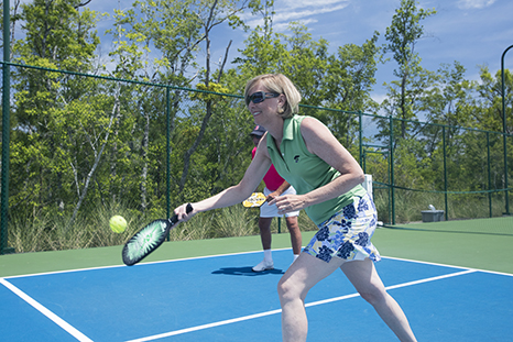 WOMAN PICKLEBALL